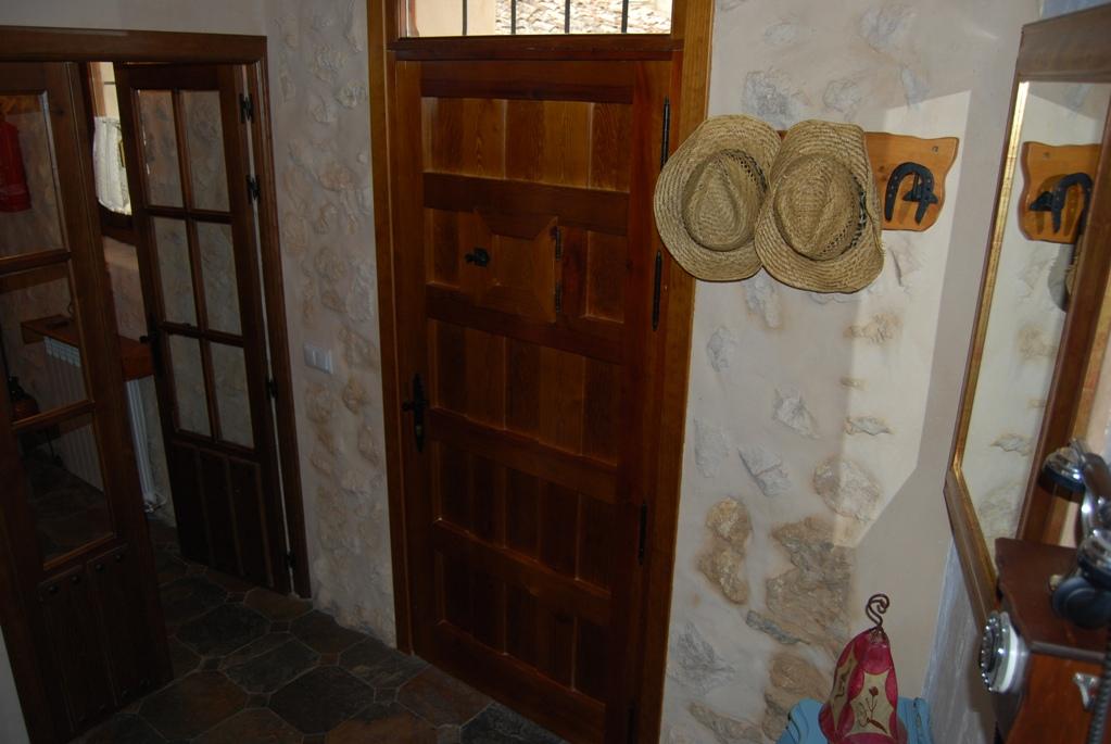 11 detalle entrada 1 - Casa rural con chimenea